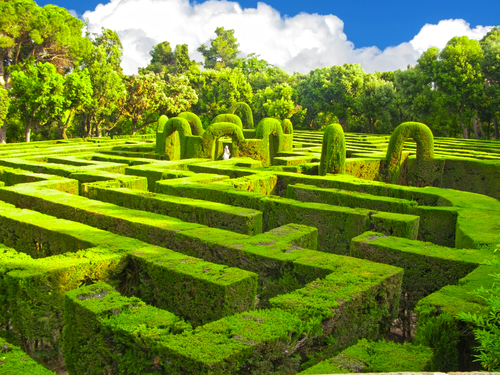 Garden Mazes and Labyrinths: What's the Difference?