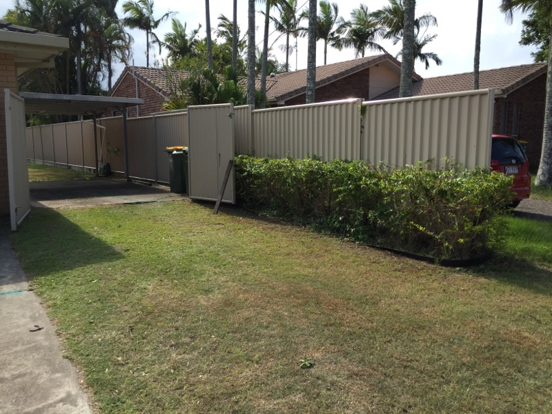 """After"" photo of Mermaid Waters lawn care services © GreenSocks"