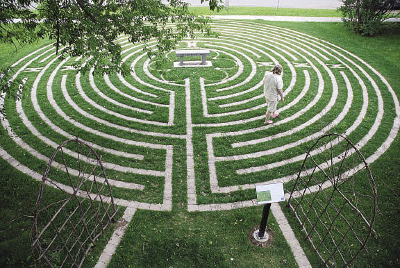 Metropolitan State University Library turf labyrinth garden (Image credit: ReferenceNotes.minitex.umn.edu)