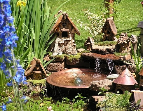 A fairy garden with water features (Image credit: Indulgy)
