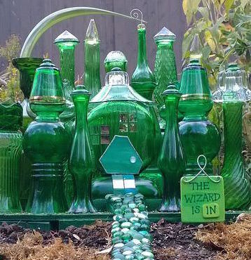The Emerald City Garden for your fairies and wizards (Image credit: The Garden Glove) http://www.thegardenglove.com/wp-content/uploads/2014/12/4580de8049f41d64ef357495bed41e0c.jpg