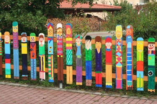 Garden fence of friendly faces (Image credit: FreshDesignPedia. Original source: Unknown)